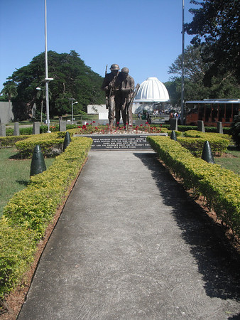 Brother in Arms statue/sculpture..http://www.manila-philippineshotel.com/attractions/Filipino_American_Friendship_Park.htm