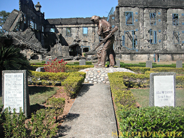 Friendship Park statue..http://www.haringlakbay.com/post/corregidor-filipino-american-friendship-park/